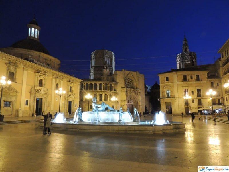 Plaza de la Virgen de noche