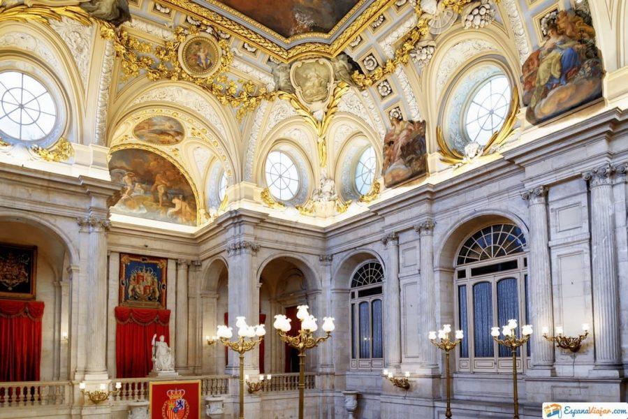 frescos y molduras palacio real de madrid