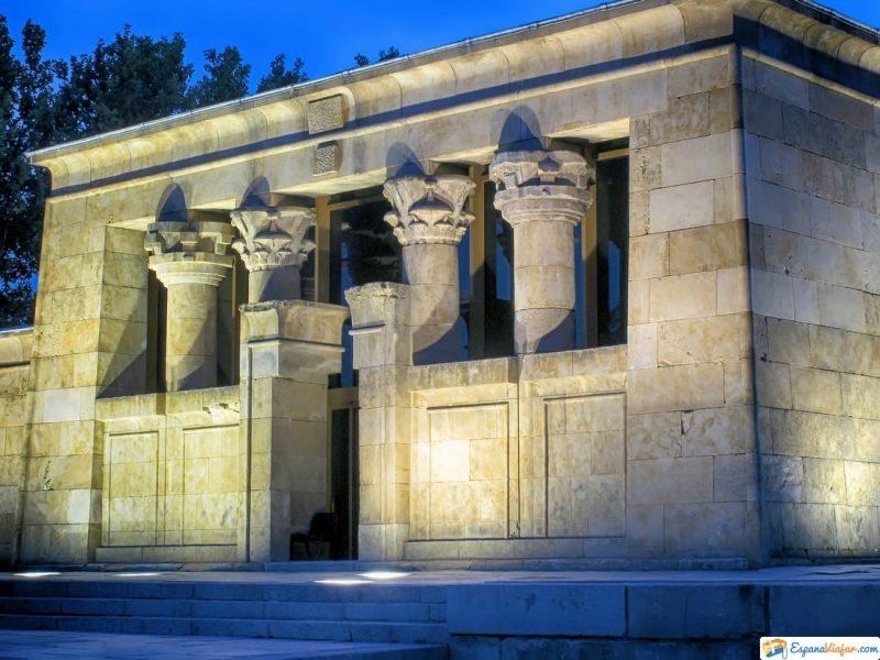 vestibulo del templo de debod