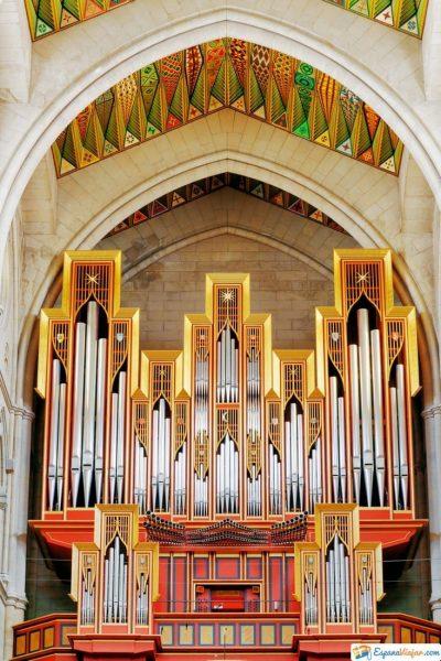 interior catedral de la almudena