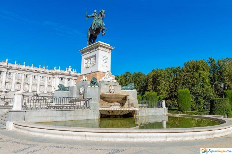 plaza de oriente en madrid