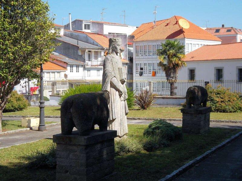 Visitar Pontedeume - Estatua de Alfonso X
