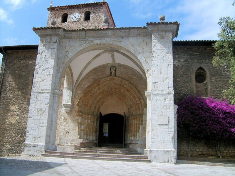 Basílica de Santa María del Concejo en Llanes