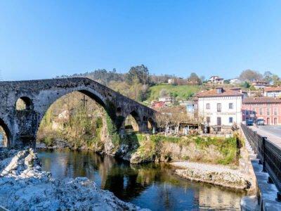 CANGAS DE ONÍS- Pueblo de Asturias