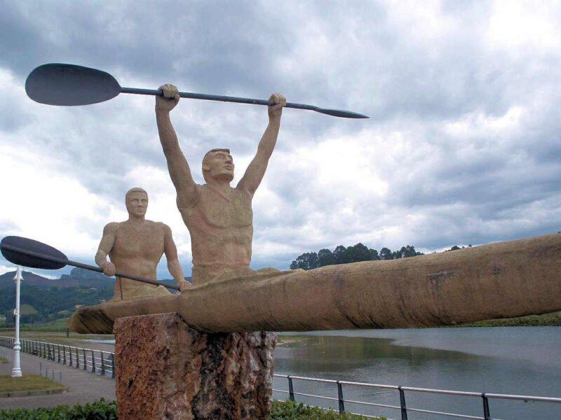 Escultura representativa del descenso de sella