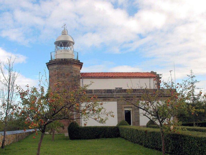 Faro de Tazones