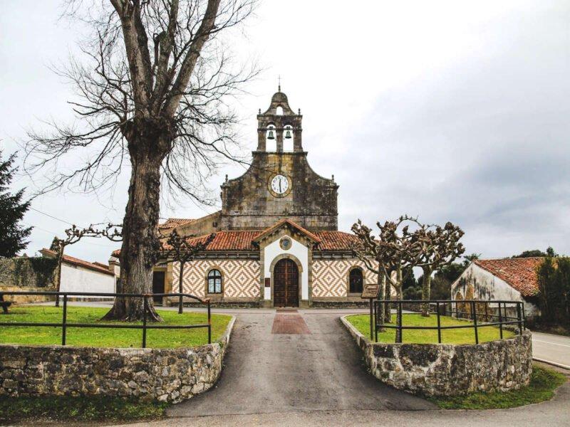 Iglesia de San Esteban de Leces en Ribadesella