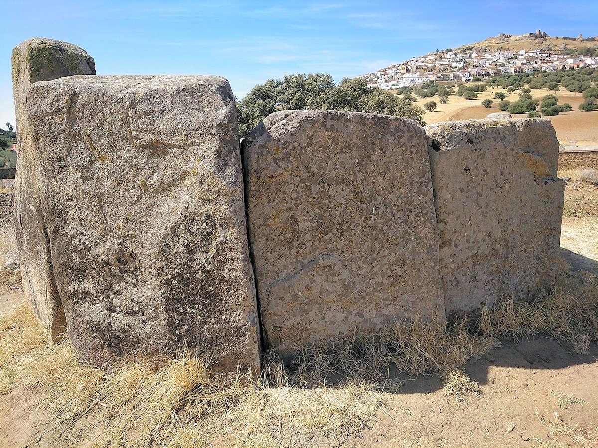 dolmen-megalítico-em el-poblado-de magacela
