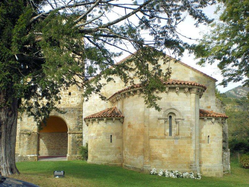 Monasterio de San Pedro de Villanueva en Cangas de Onís