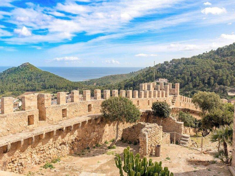 Murallas del Castillo de Capdepera