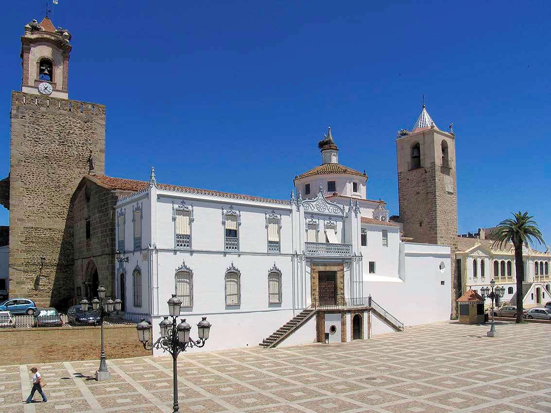Plaza-conjunto-castillo-templario-fregenal-de-la-sierra