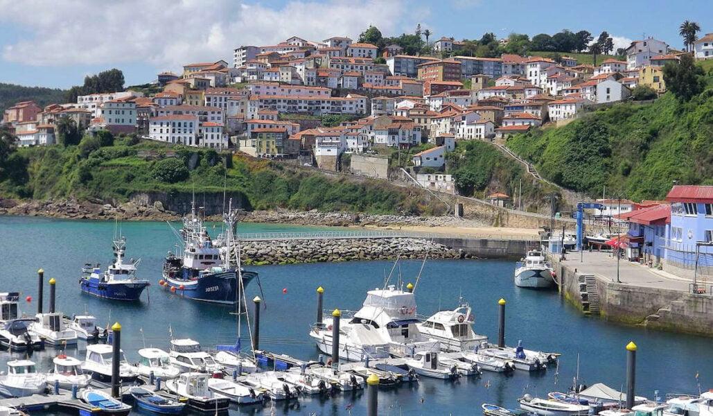 Puerto de Lastres y vistas a la ciudad
