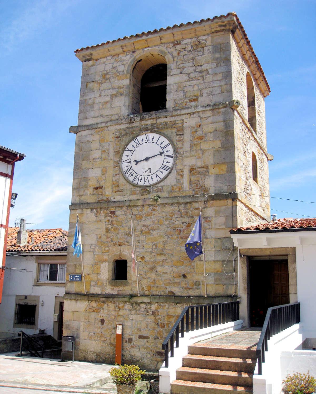 torre-del-reloj-en-Lastres