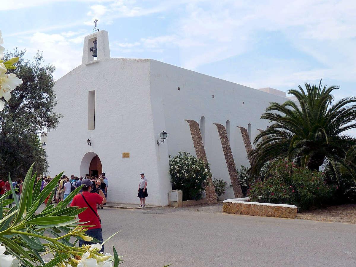 Es-Cubells-ibiza-plaza-iglesia-parroquial