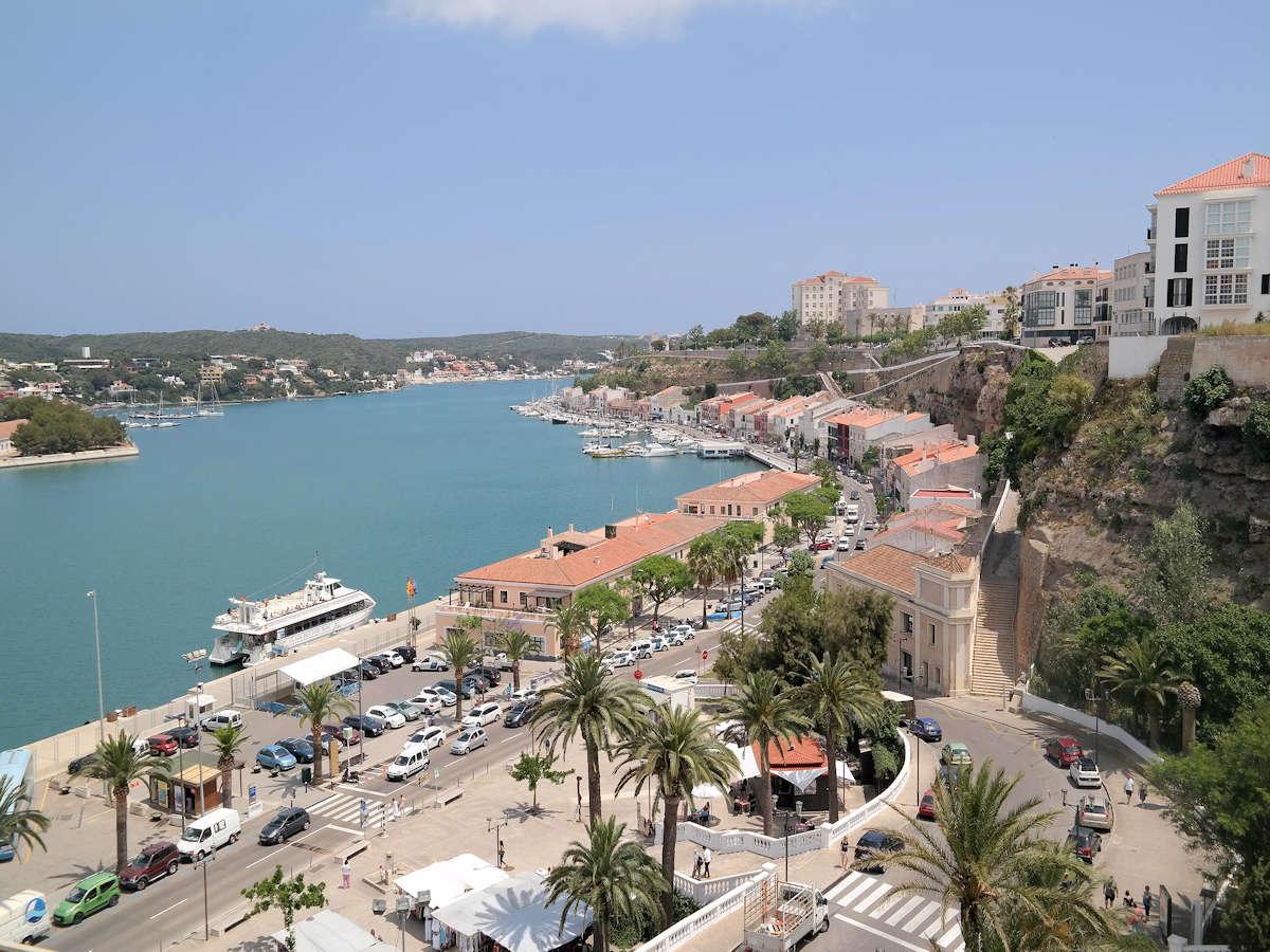MAHÓN » El puerto de Menorca, descubre qué ver y qué hacer.