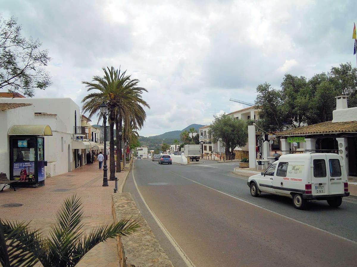 pueblo-de-ibiza-es-cubells-iglesia
