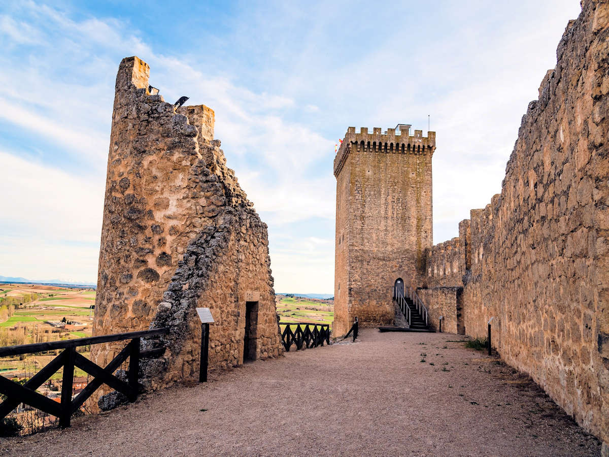 ruinas-muralla-en-peñaranda-de-duero