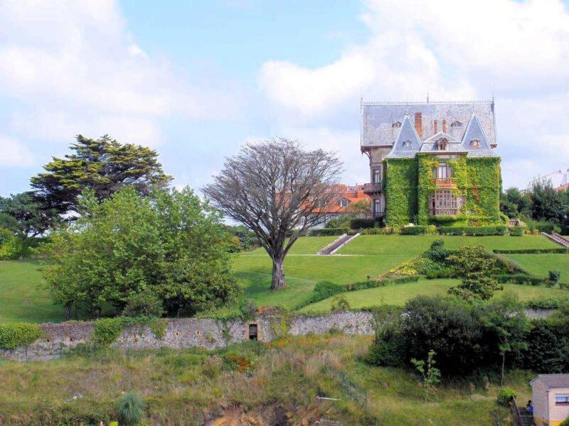 Casa del Duque de Almodovar del Río en Comillas