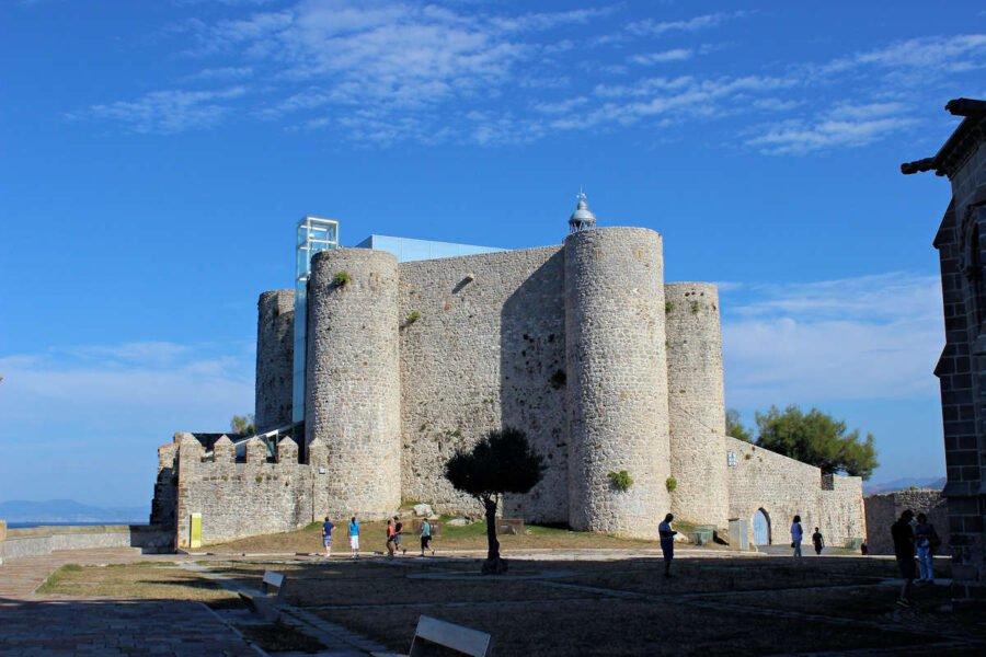 Castillo-Faro de Santa Ana en Castro de Urdiales