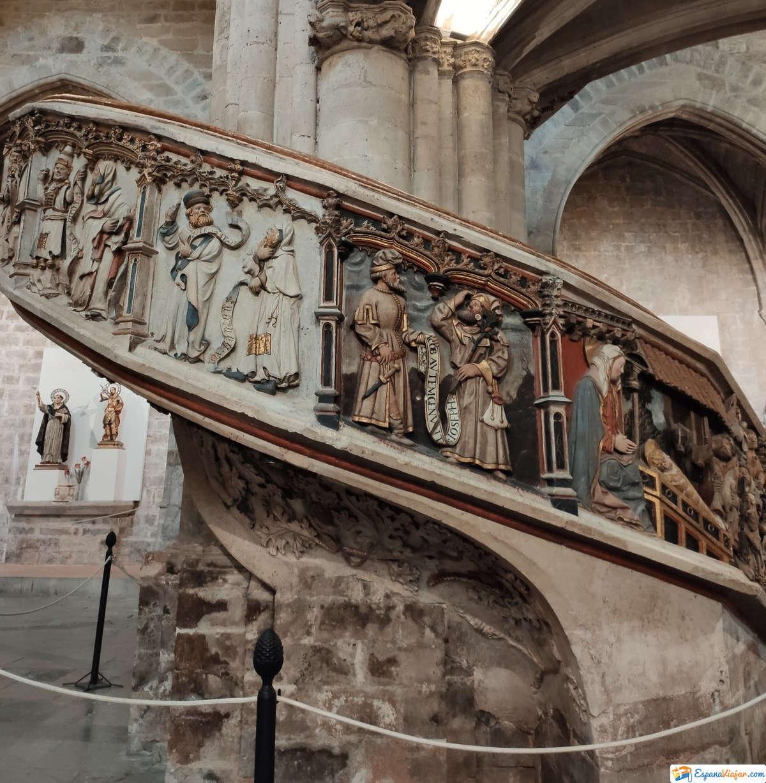 Detalles de los escalones de la Iglesia de Morella