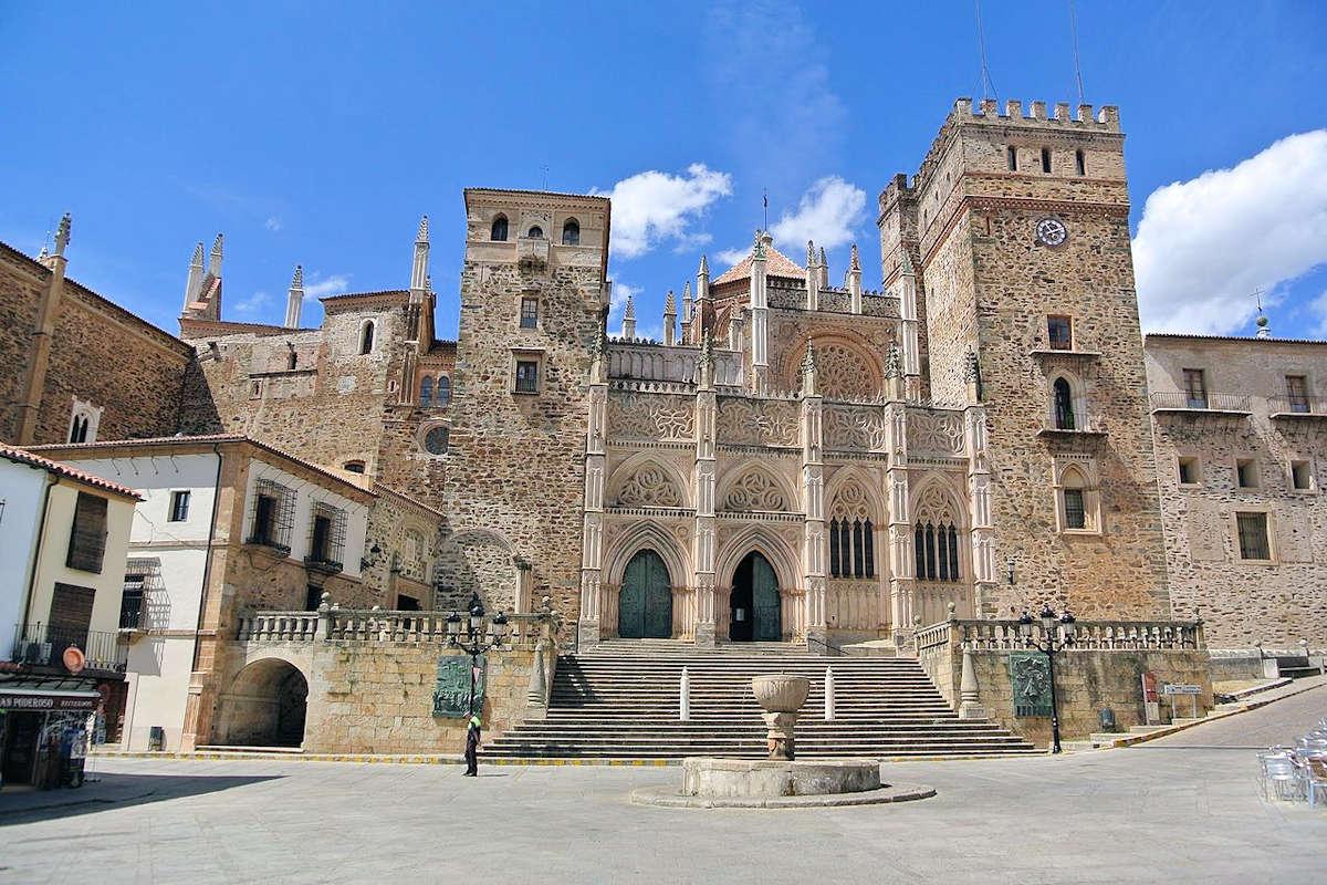 GUADALUPE-Pueblo de Cáceres