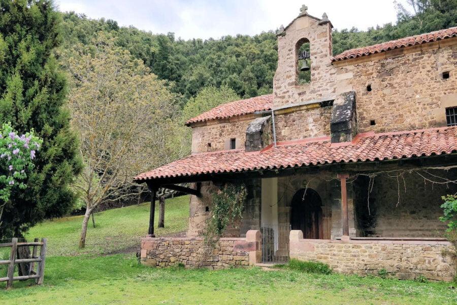 Iglesias y caminos en Potes