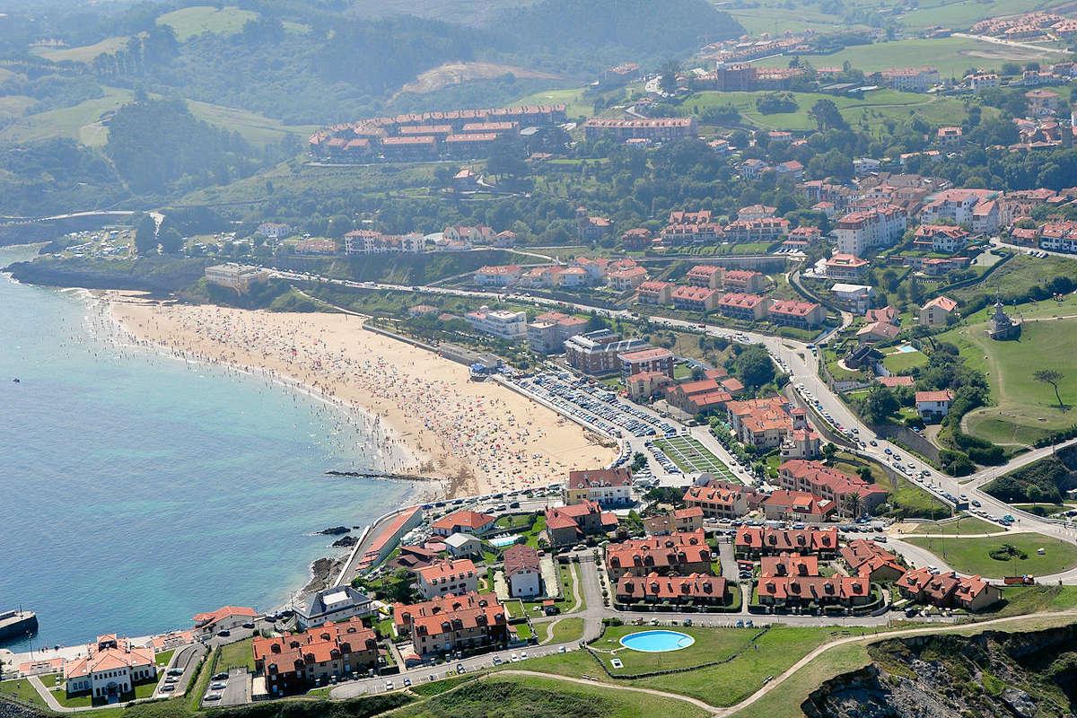 Playa-de-Oyambre-en Comillas-Cantabria