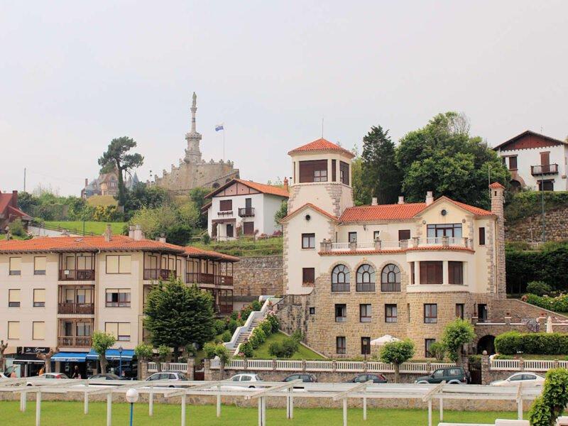 Visita Comillas en Cantabria
