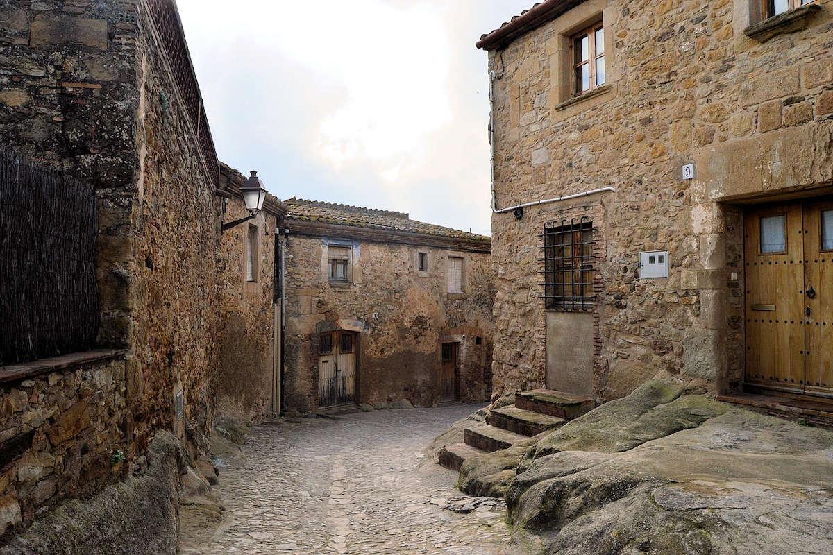 fortificación-en-peratallada-girona-españa