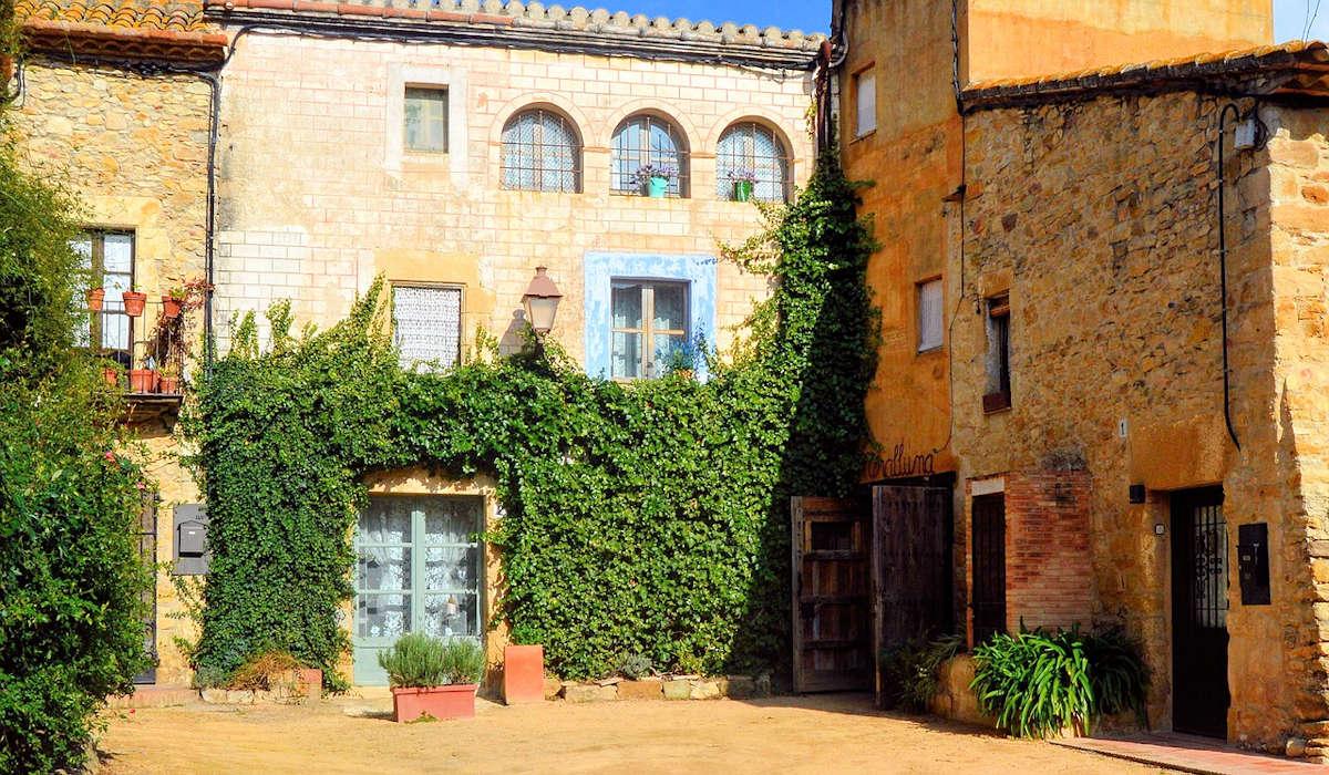 PERATALLADA-Pueblo de Girona