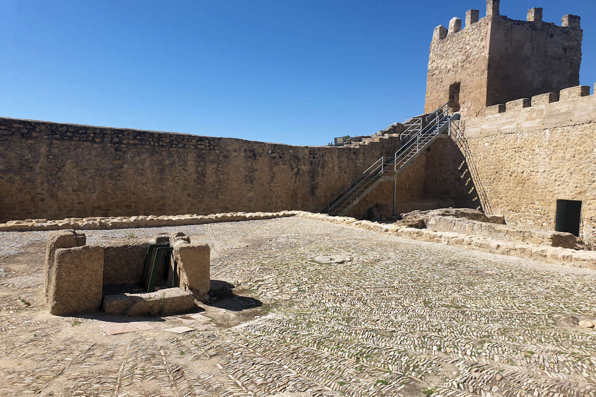 castillo-pueblo-de iznájar-en-cordoba