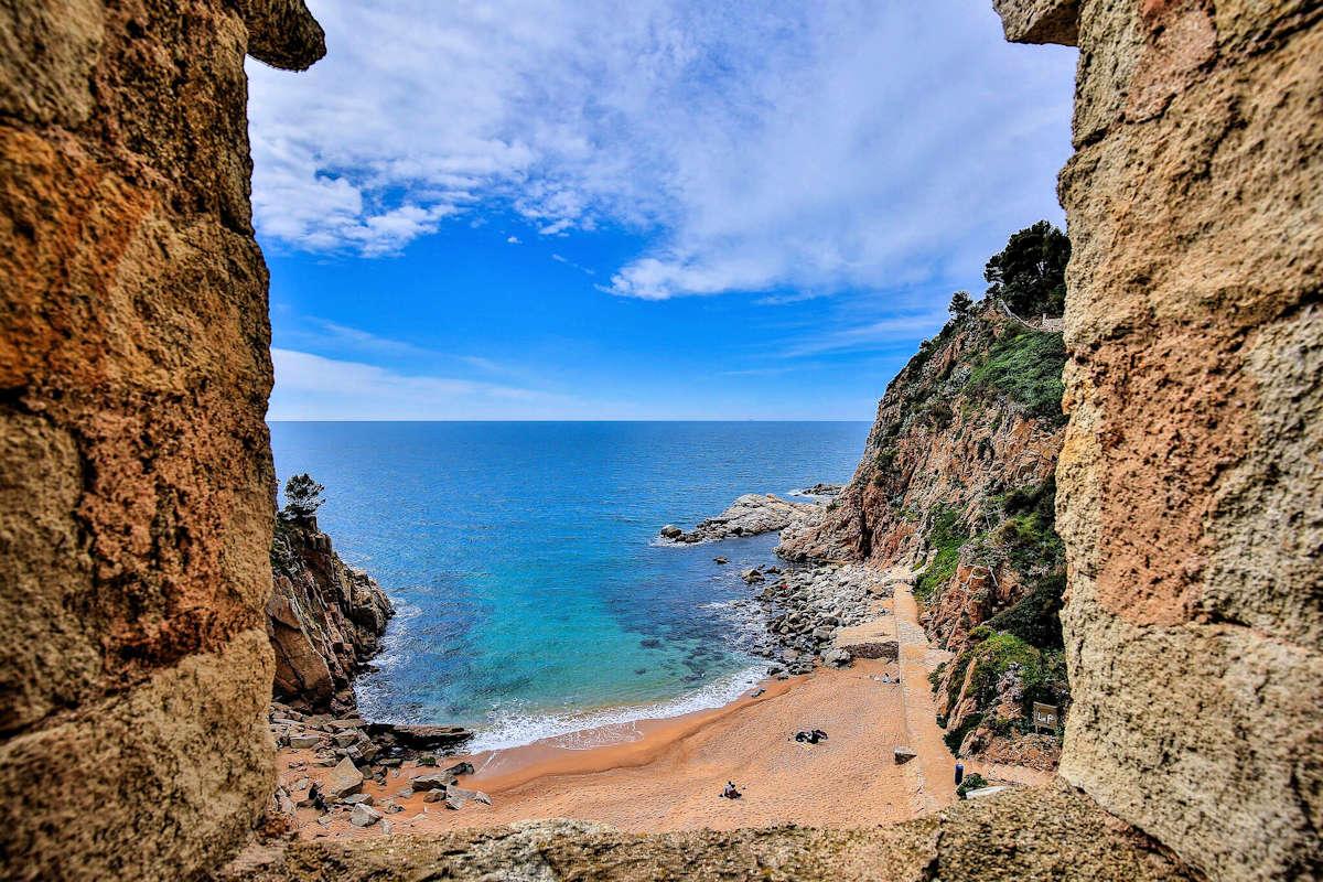 playas-y-calas-en-tossa-de-mar-girona-costa-brava