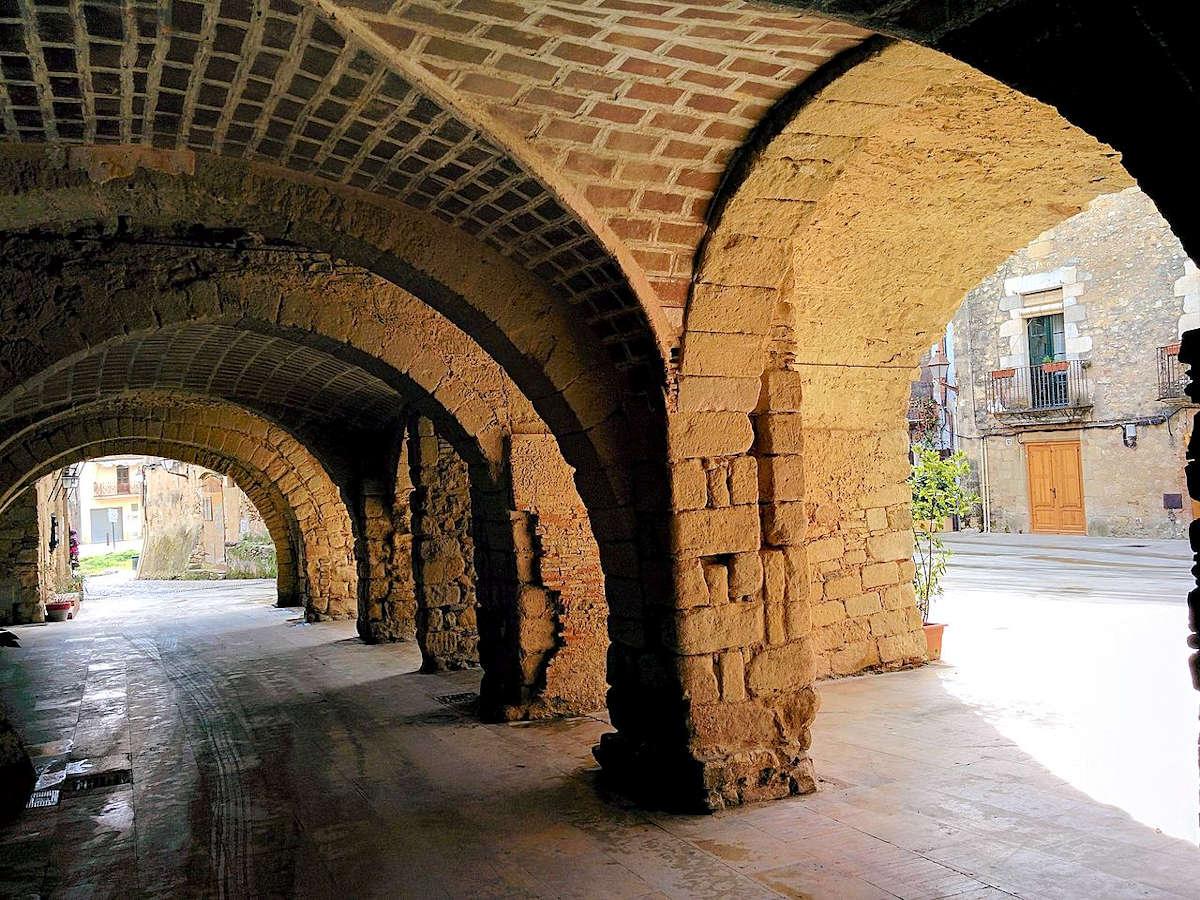 Plaza-de-las-Bóvedas-Peratallada-Girona