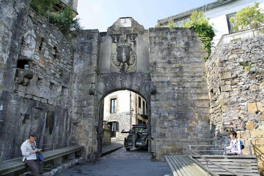 Puerta de Santa María en Hondarribia