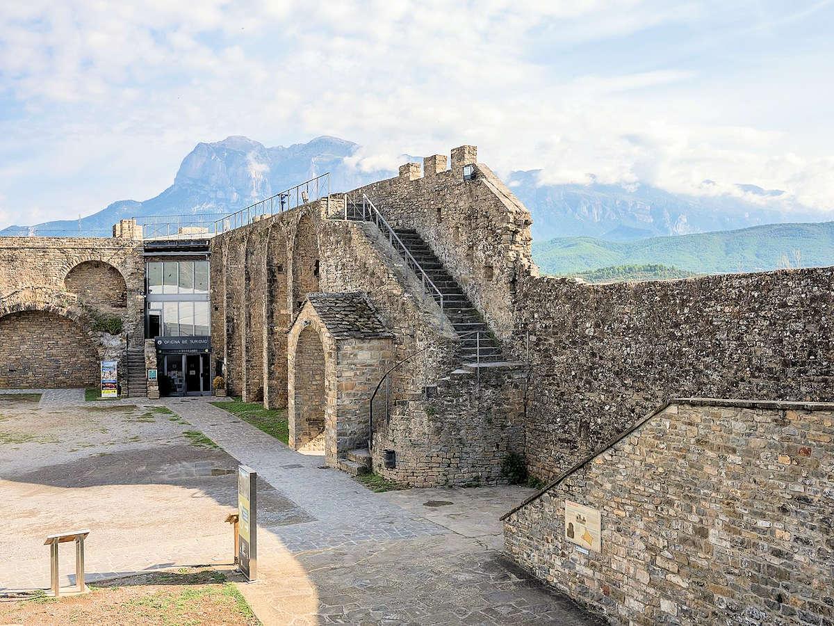 castillo-fortaleza-torre-homenaje-aínsa-huesca