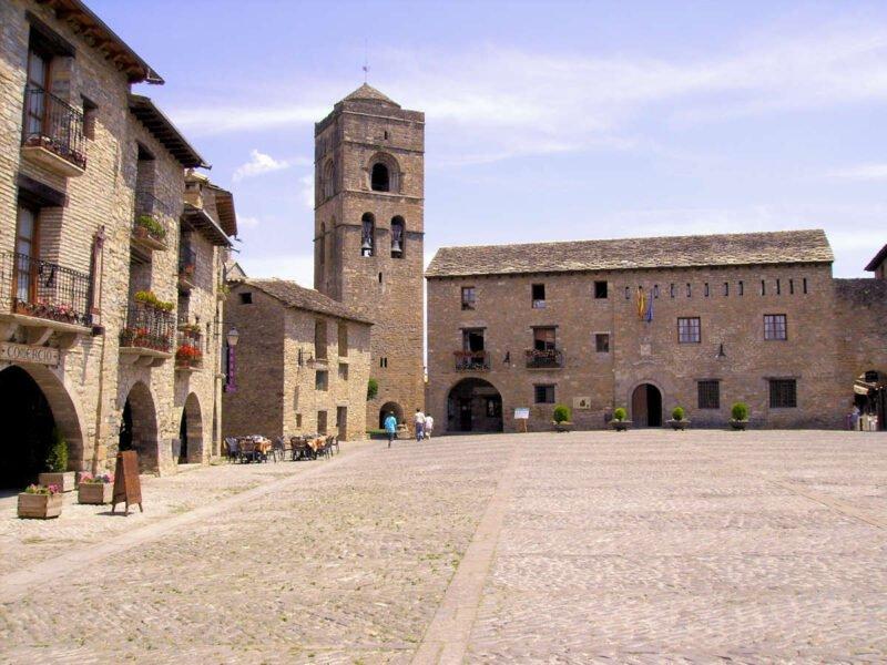 Iglesia Parroquial de Santa María de Aínsa