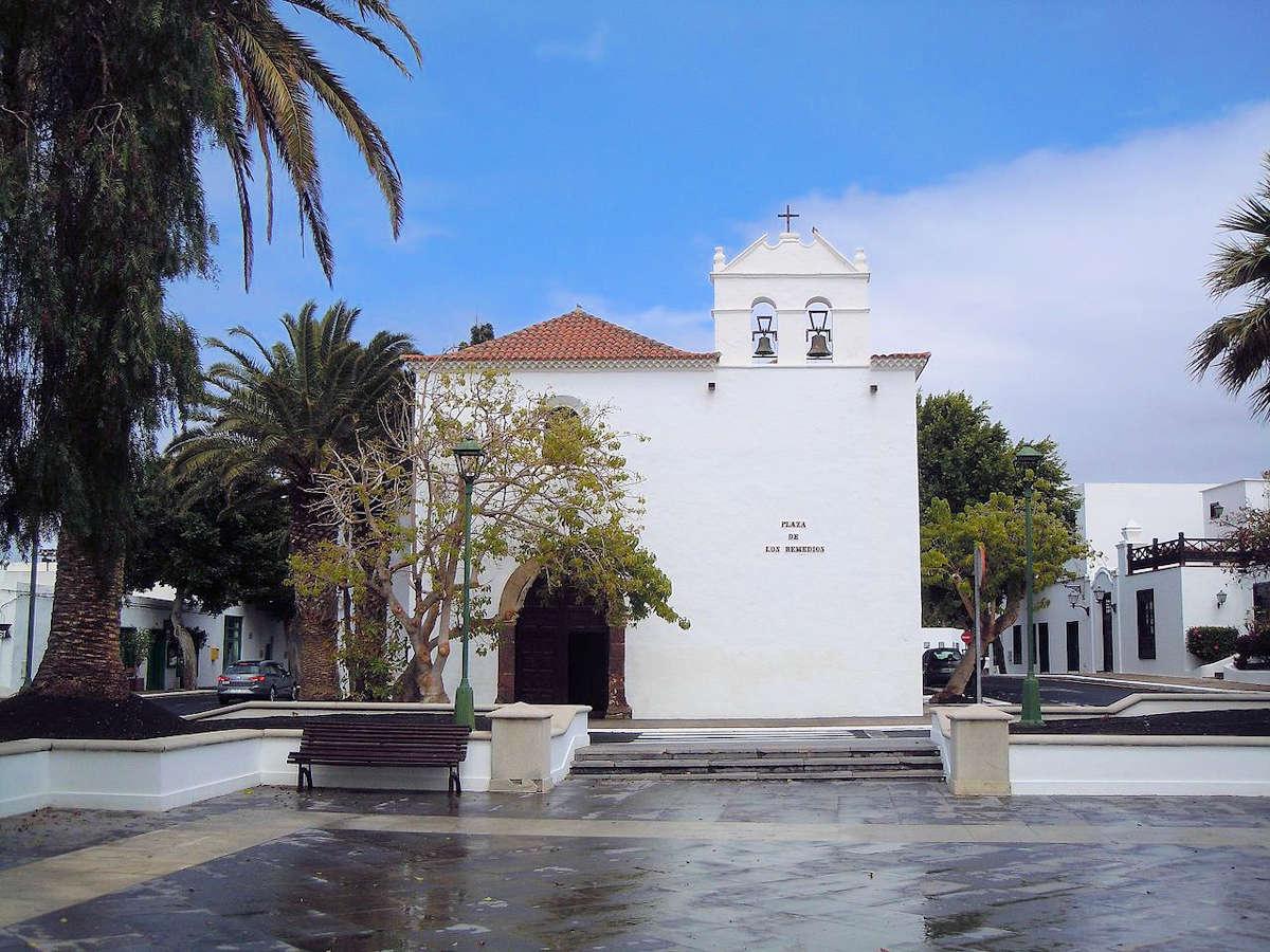 Iglesia-de-Nuestra-Señora-de-los-Remedios-Yaiza-Lanzarote