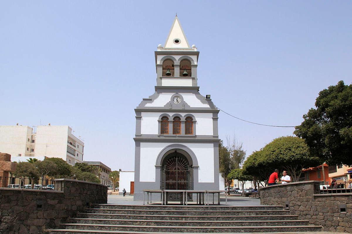 Iglesia-de-Nuestra-Señora-del-Rosario-en-Puerto-Del-Rosario-Fuerteventura