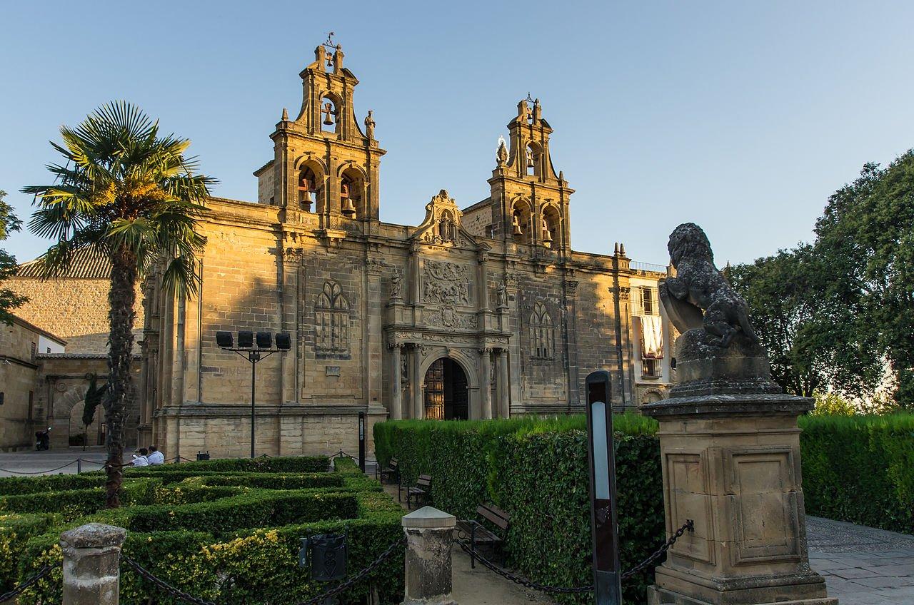 Basílica-y-Real-Colegiata-de-Santa-María-de-los-Reale- Alcázares-Úbeda-Jaén