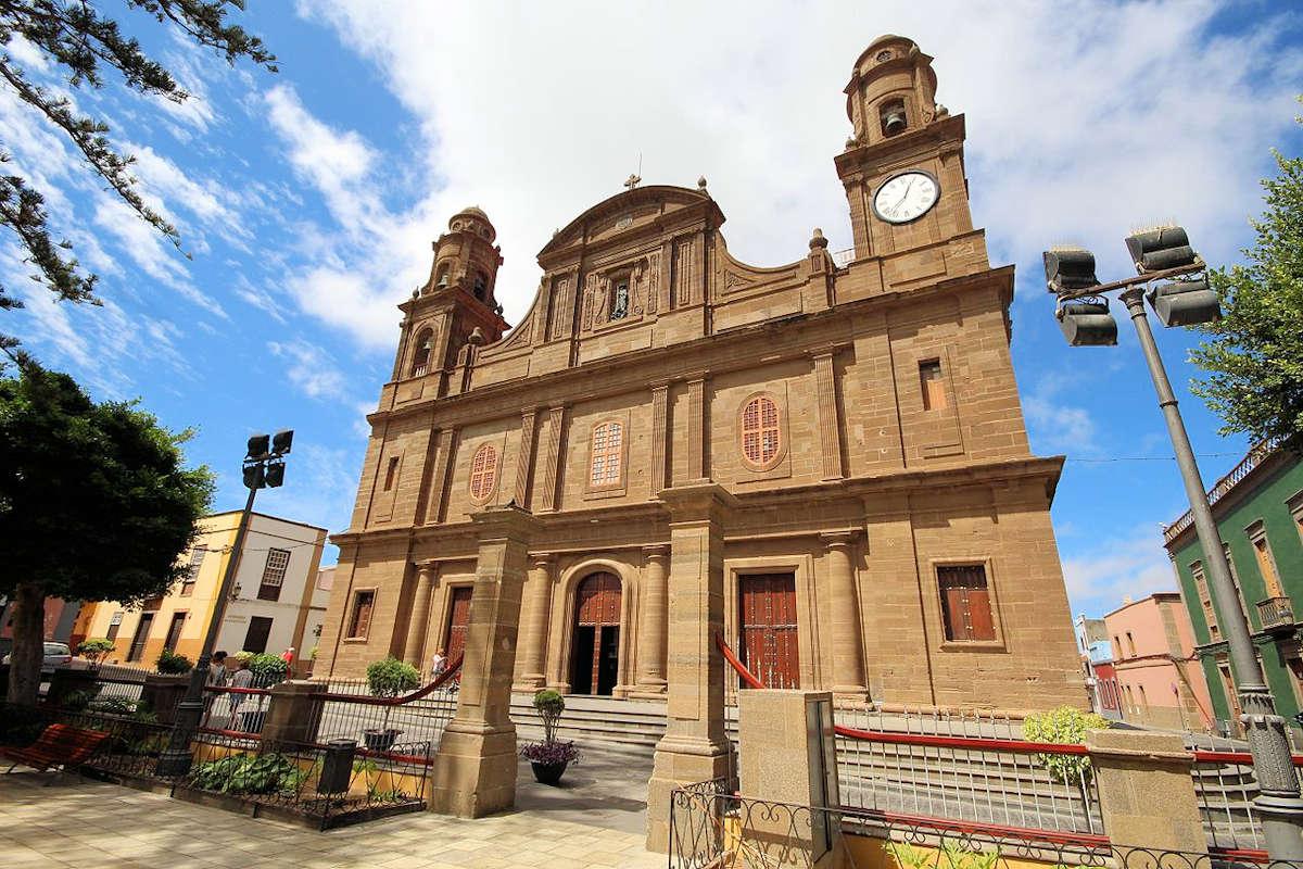 Iglesia-Matriz-de-Santiago- de-los-Caballeros-en-Gáldar-Gran-Canaria