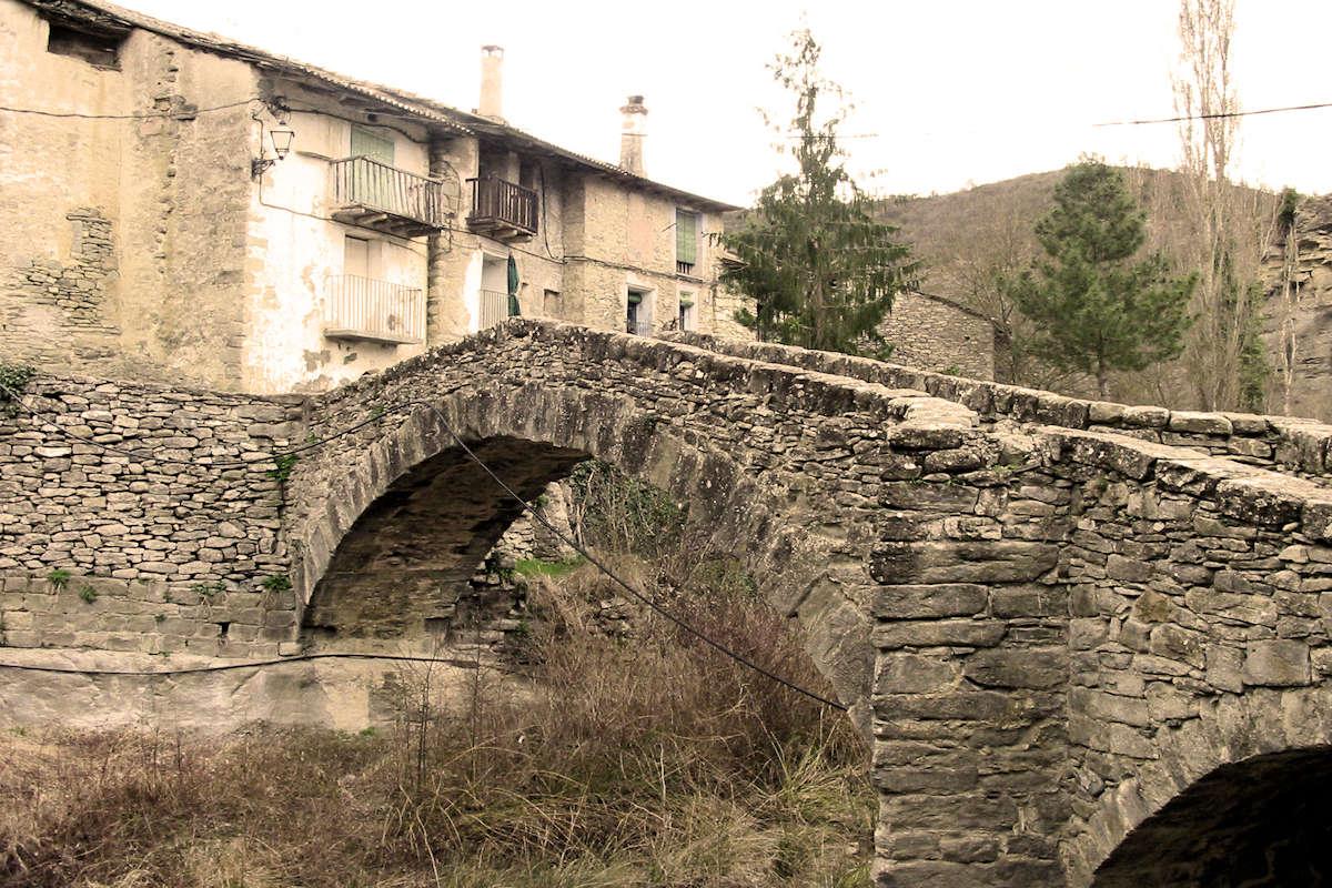puente-medieval-pueblo-de-montañana-en-huesca