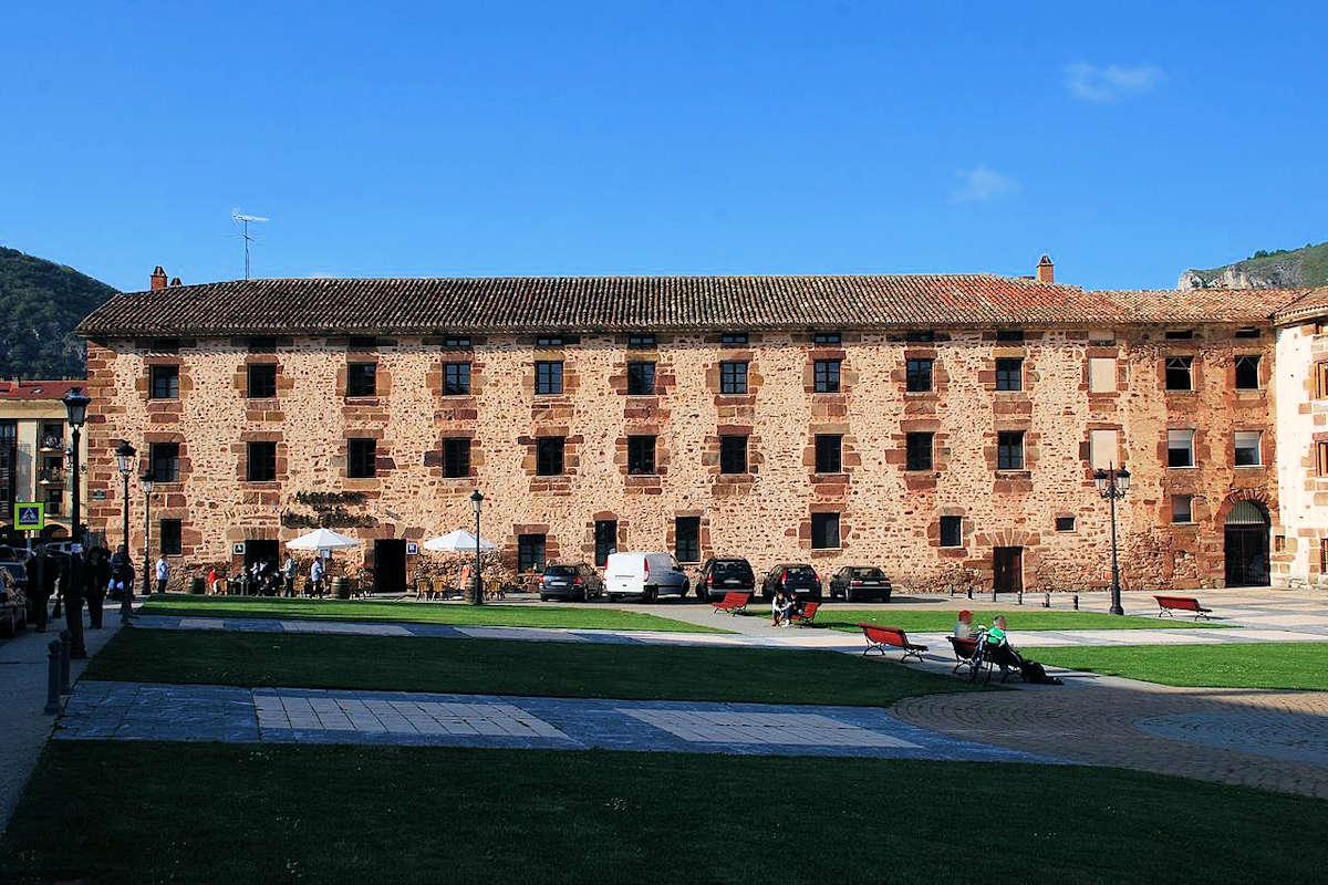 Real-Fábrica-de-Tapices-de-Santa-Bárbara-Ezcaray-La-Rioja