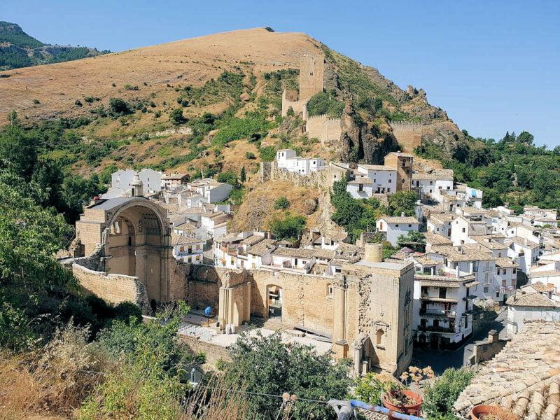 Ruinas de Santa María y Castillo de la Yedra