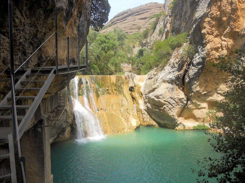 Salto de Agua en las pasarelas del Río Vero en Alquezar