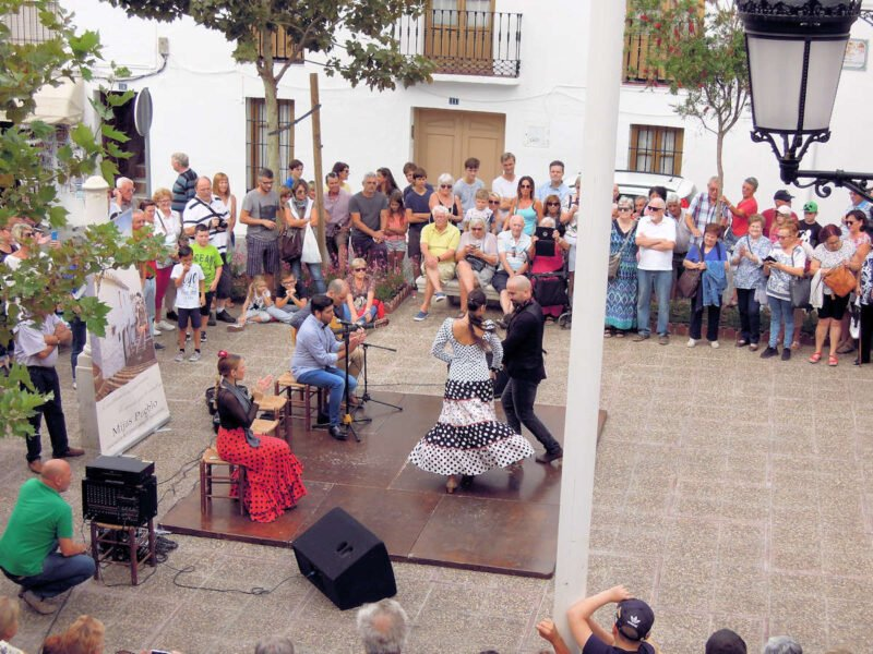 Bailaores en las calles de Mijas
