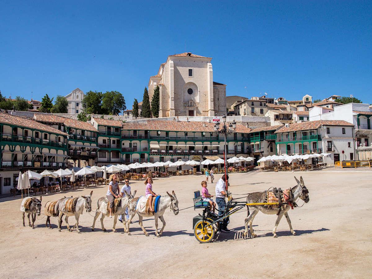 visitar-pueblos-de-madrid-plaza-mayor-en-chinchón