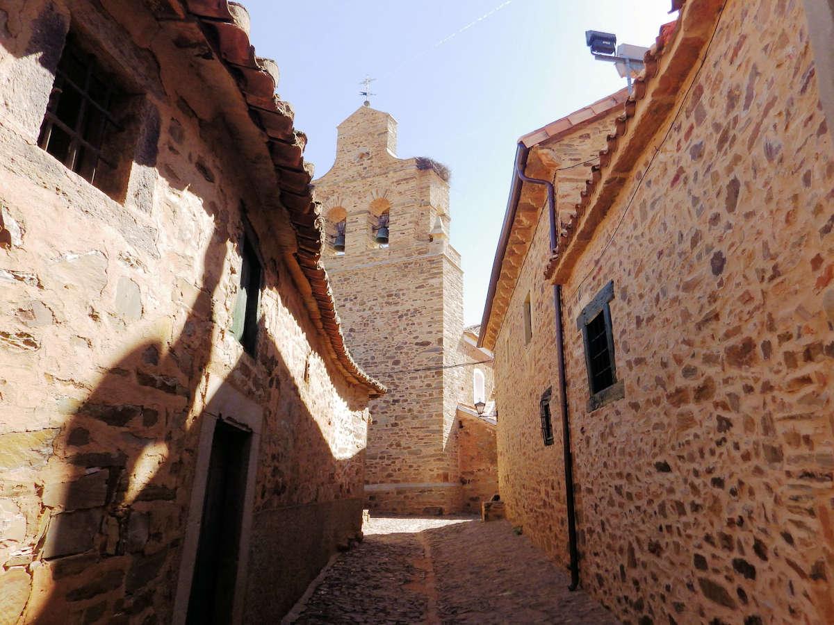 Iglesia-de-San-Juan-Bautista-Castrillo-de-los-Polvazares-León