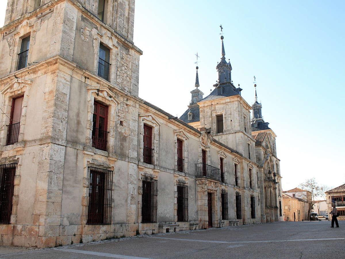 plaza-de-la-iglesia-nuevo-baztán-madrid