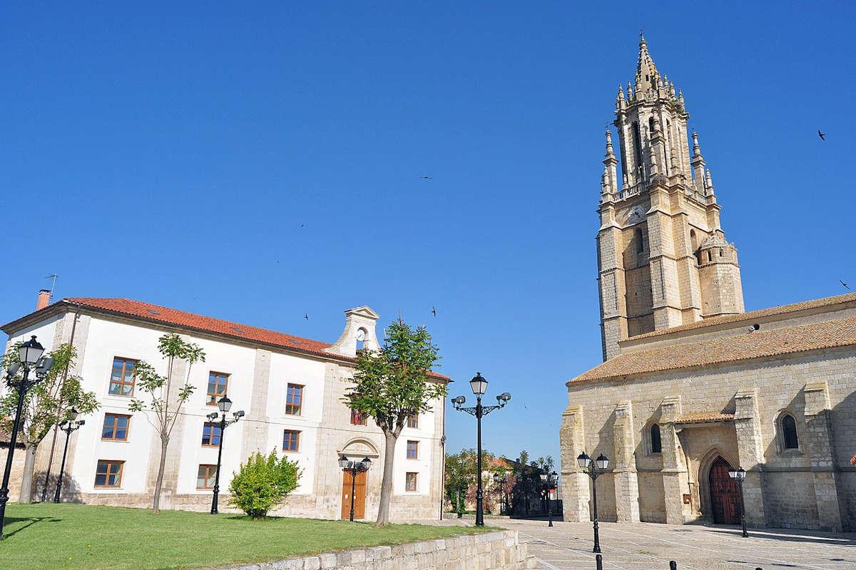 Ayuntamiento-Colegiata-San-Miguel-en-Ampudia-Palencia