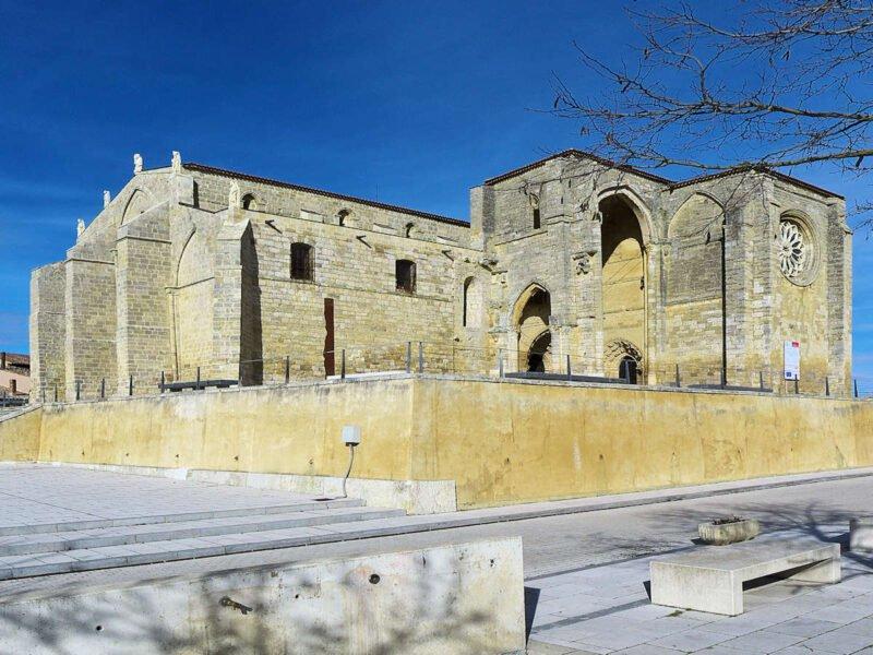 Fachada de la Iglesia de Santa María la Blanca